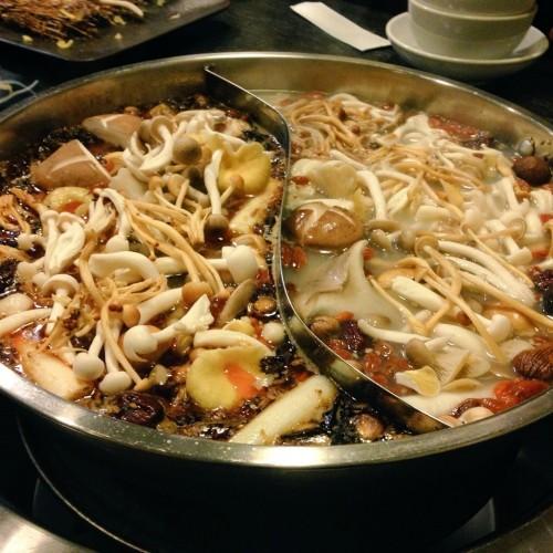 きのこは美容にいいんです!きのこ山盛り薬膳火鍋を大阪で