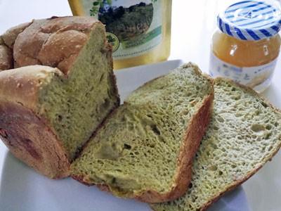 最近ハマっている緑色の米パン作り