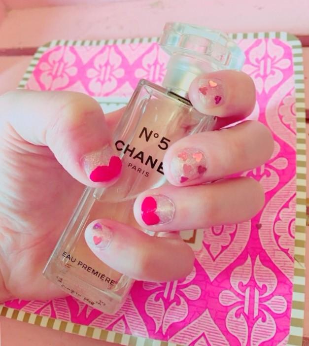 【簡単バレンタインネイル】短い爪でも可愛い♡100円ショップのラメが便利!大人なハートネイル