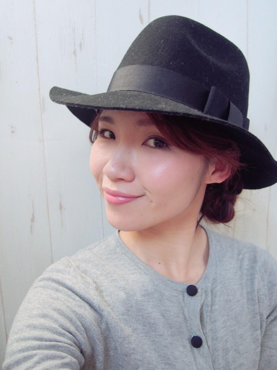 HATや前髪アレンジで変形自在!基本のシニョンでアレンジマスター!