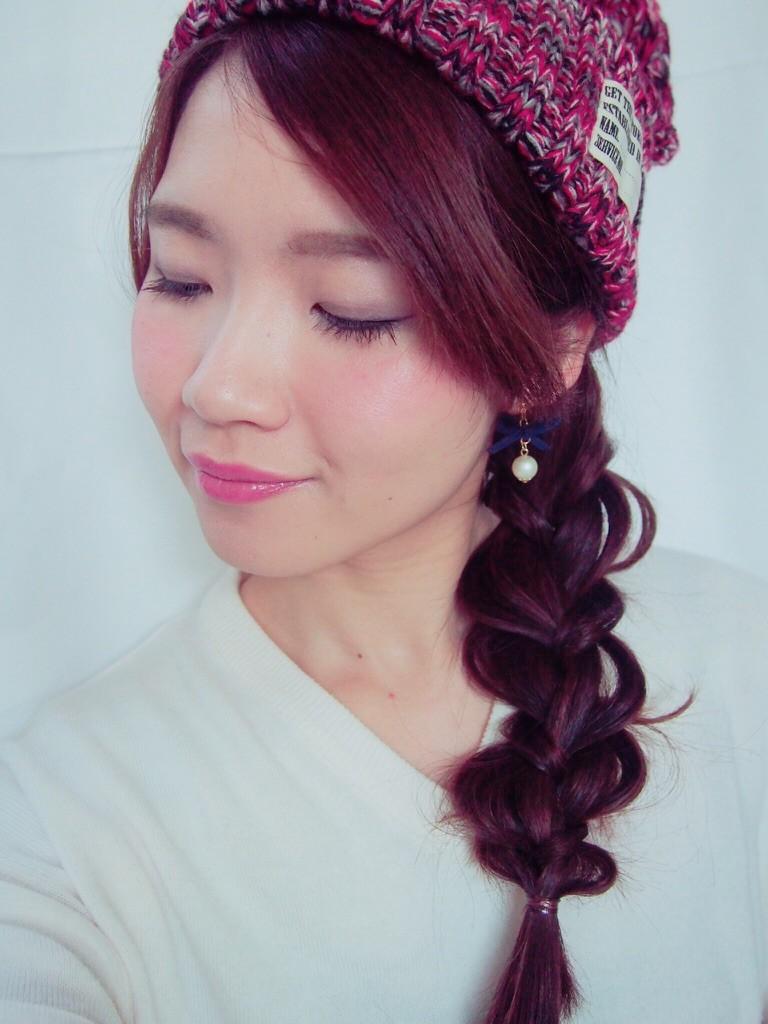【動画あり】三つ編みするだけで簡単!なのにおしゃれ♫ ニット帽に合わせたいカジュアルヘア♡
