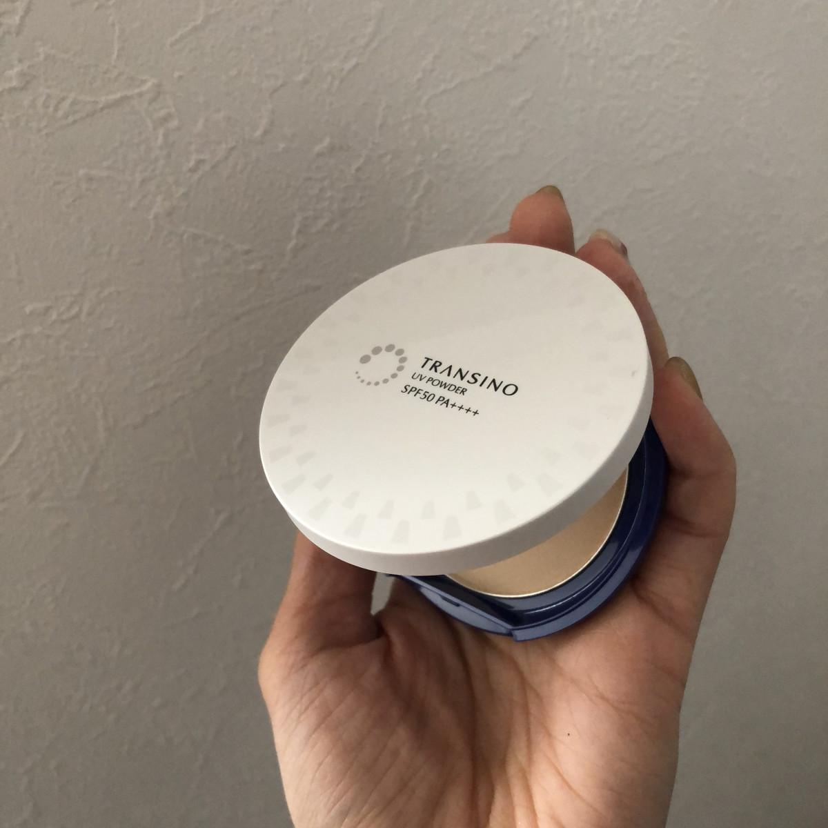 【夏のベースメイク】簡単にSPF50++++の化粧直しがかなう薬用UVパウダー