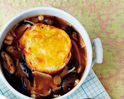 旬を満喫しながらおいしくダイエット! キノコのグラタンスープ
