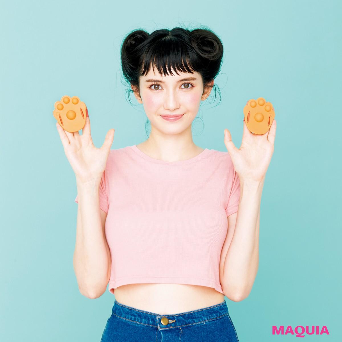 【MAQUIA9月号特別付録】ニャンともキュートな猫の手グローブで、レッツ腸もみ!