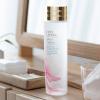 最新テクノロジーから生まれたエスティ ローダーのあの高機能化粧水に、桜の力を加えた新テクスチャーが登場!