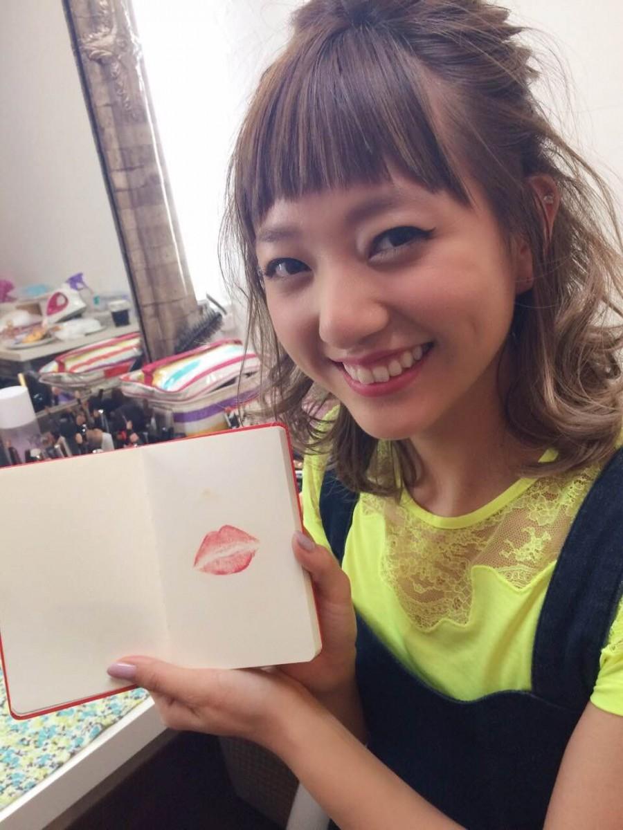 お気に入りリップをノートにチュッ♡ 【伊藤千晃のBijyo Diary】