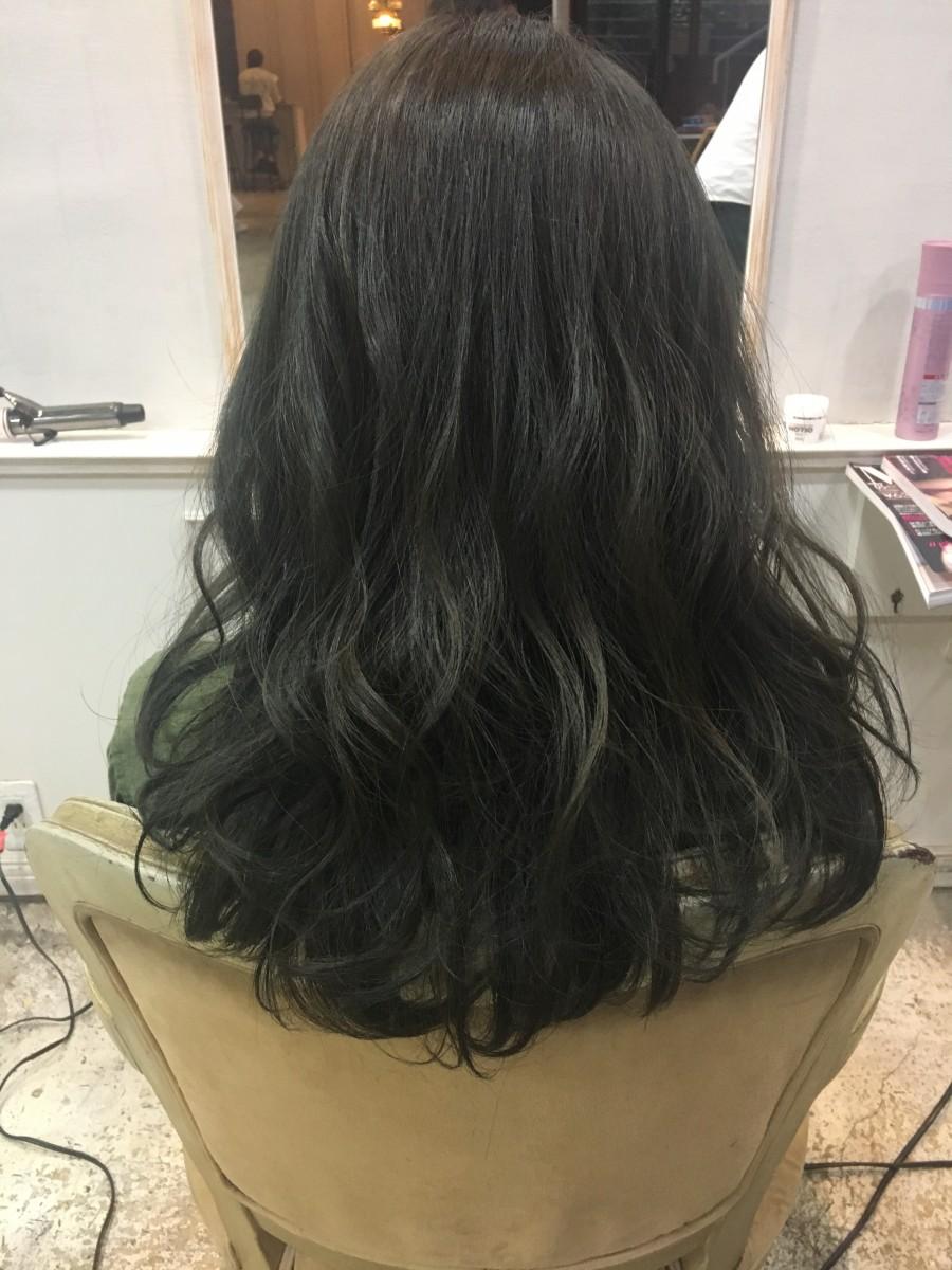 黒髪ブーム!暗くても重たく見えない透け感のあるカラーとは?!