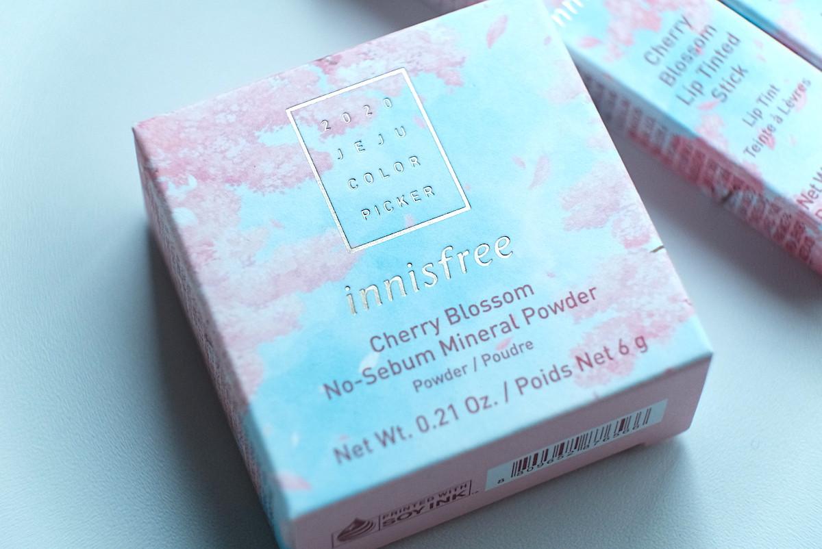「どのコスメもこの素敵な桜パッケージのボックス入り。ご紹介したほかにも『ノーセバム ミネラルパウダー』の桜の香りや、指先を桜カラーに彩るネイルカラー&シールセットも同日発売。どれもすぐに完売の予感…お早目のチェックをおすすめします!」