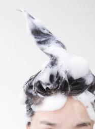 ザリガニより6倍臭い女性の頭皮ケアに炭酸泡シャンプー