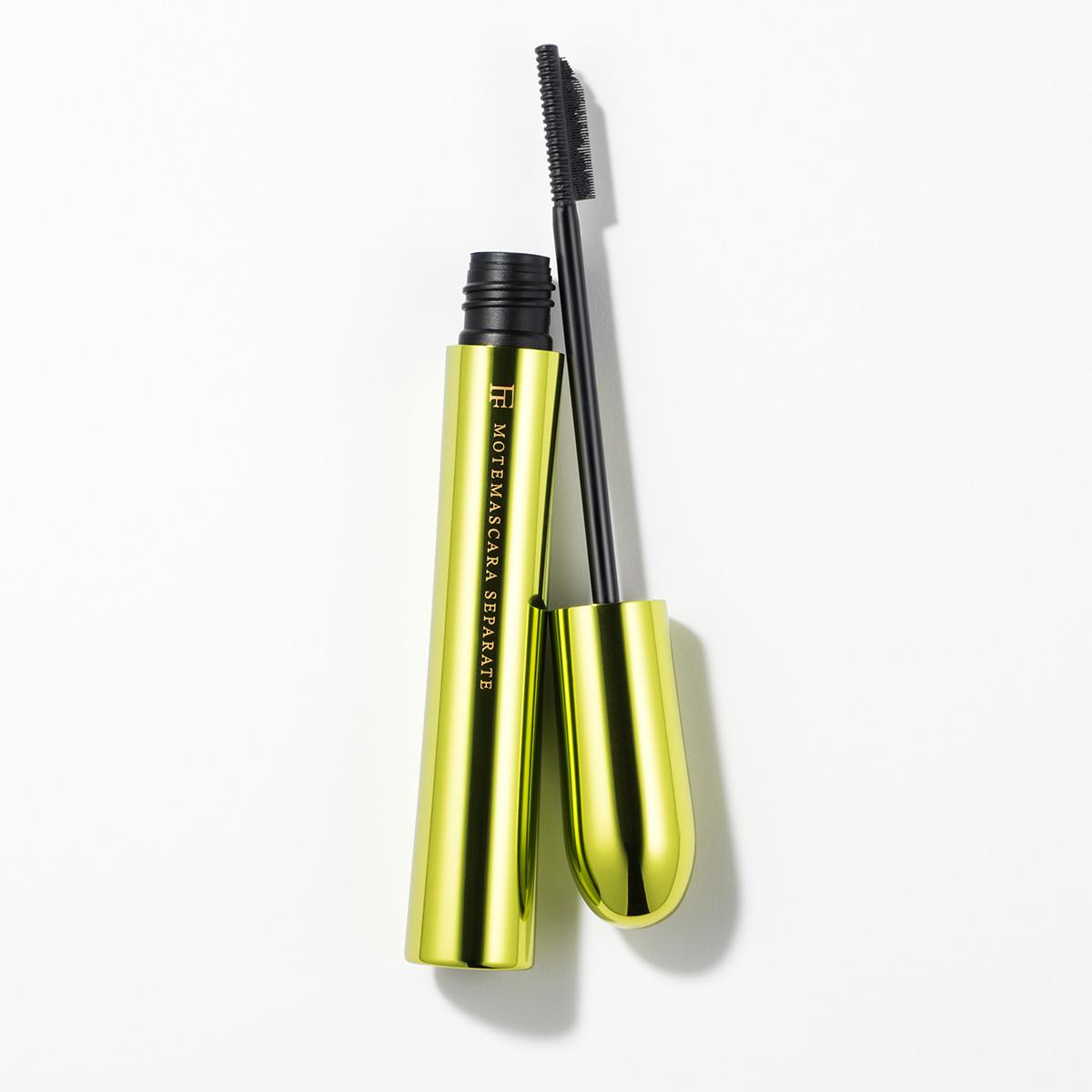 独自のコーム型ブラシで繊細に根元からセパレート。高配合の美容成分入りで塗るほどに美まつげへと進化。モテマスカラ NATURAL 2 ¥1800/フローフシ