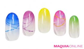 カラーで遊ぶ「水風船」ネイルで、夏祭り気分を盛り上げて!