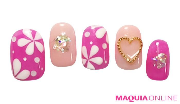 ポップに明るく、ピンクで楽しむ「春フラワー」ネイル