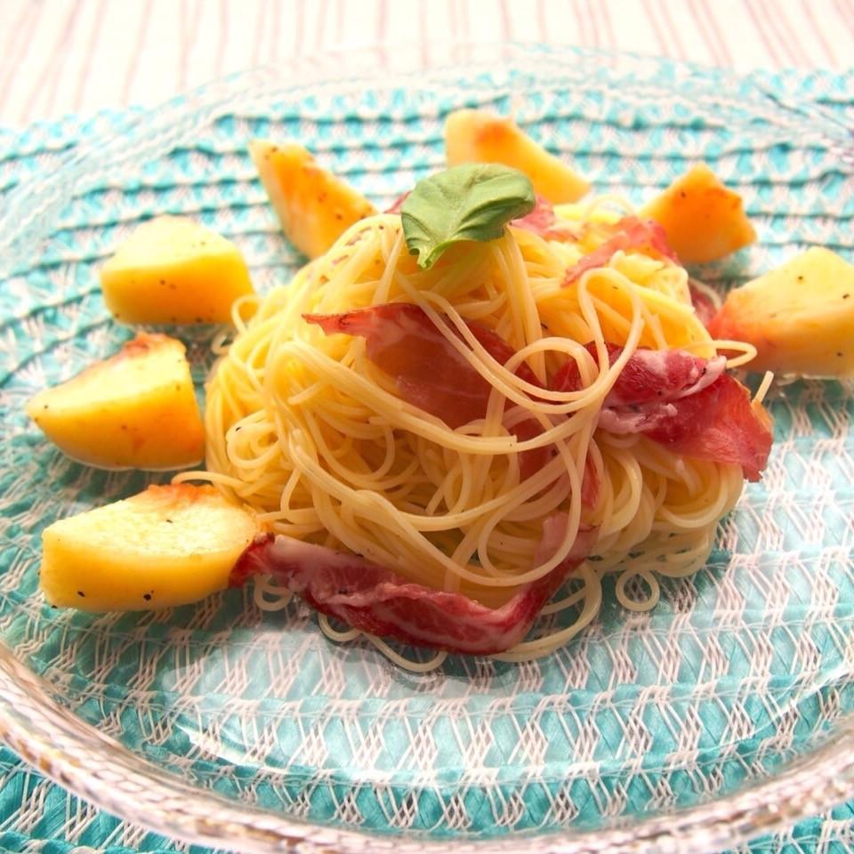 ジューシーな桃と生ハムのマリアージュ♪ 冷やして美味しい「桃と生ハムの冷製カッペリーニ」!