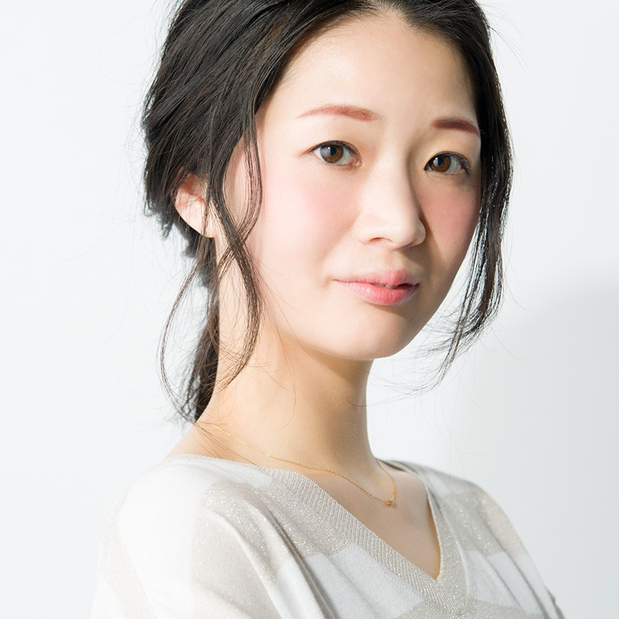 冬のハヤリもの活用術☆ 「赤みブラウンシャドウ」をアイブロウパウダーに!