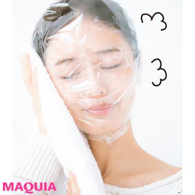 洗顔後、クリームをたっぷり塗ってラップパックするとぷるぷる肌に