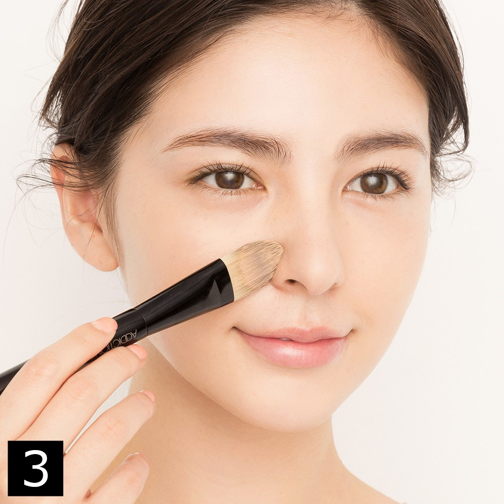 ブラシ使いで、よりキレイな肌に仕上がるリキッドファンデーションの塗り方のコツ_1_3