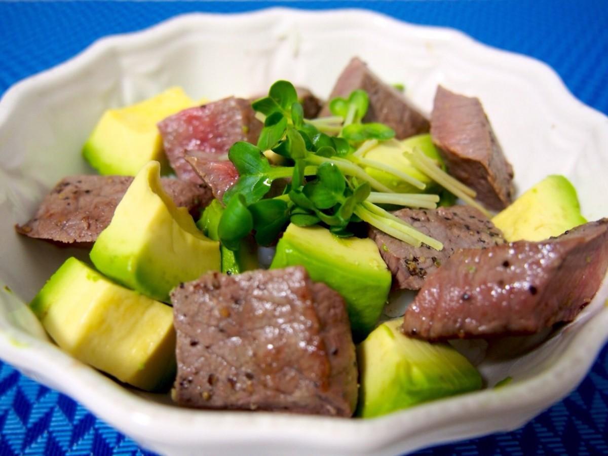 ボリューム満点♪ 時短ヘルシー肉レシピ!「 牛ステーキとアボカドのちらし寿司」