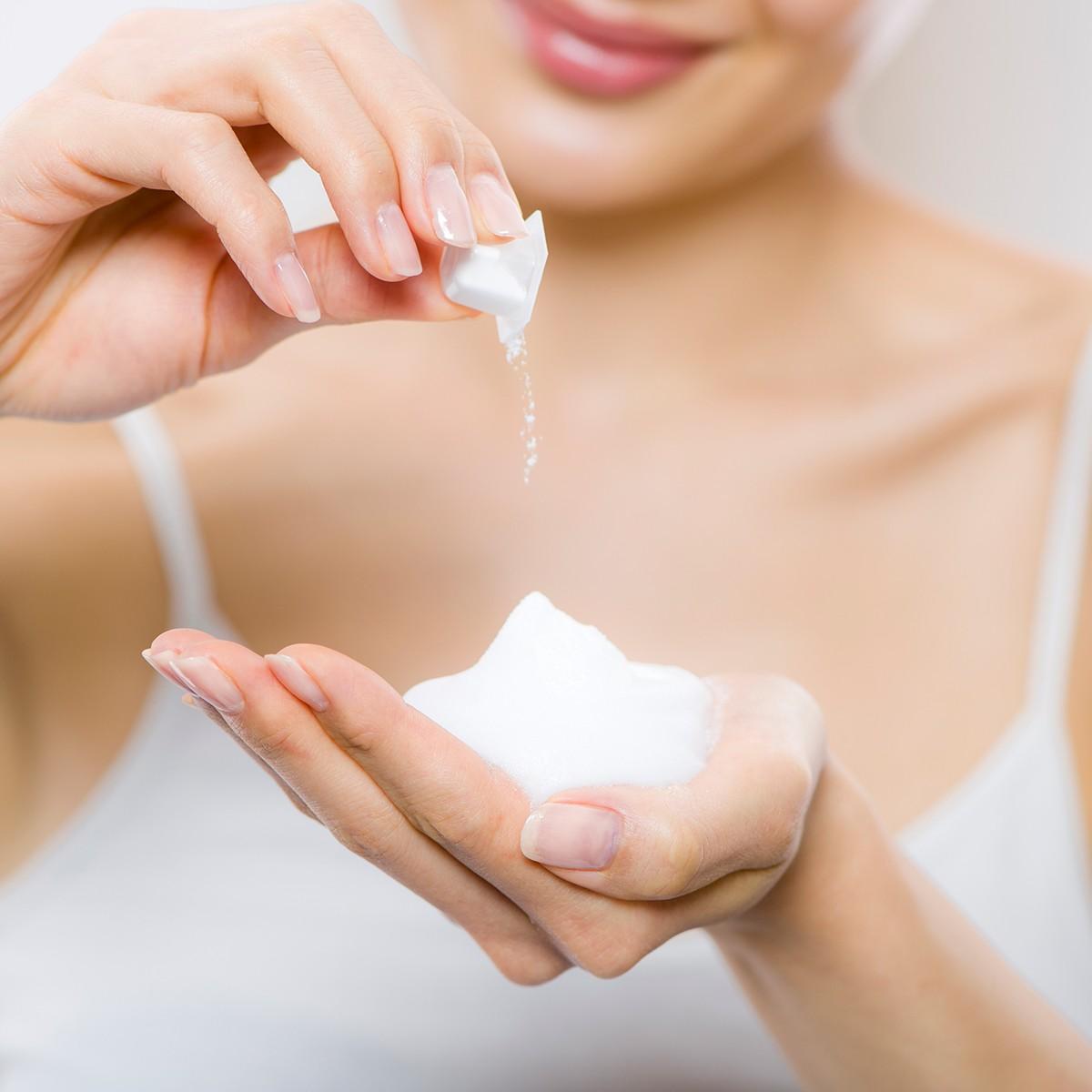 お手入れ前にひと手間プラス!  酵素洗顔料と美白化粧水で「黒ずみ」毛穴を目立たなく_1_2