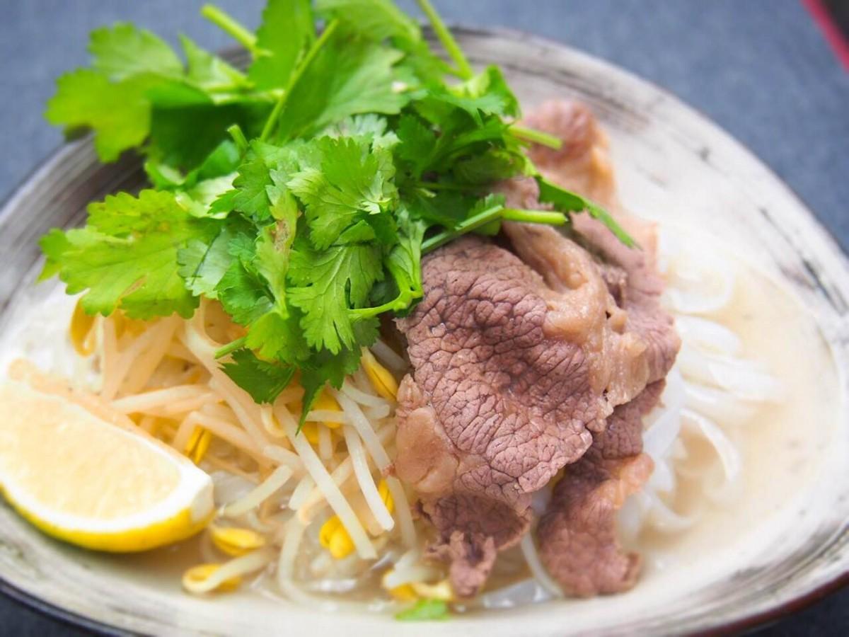 パクチーたっぷり! 旨味が詰まったスープに大満足 「牛肉のフォー」レシピ