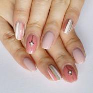 ピンク×グレイがシック! 手をキレイに見せるストライプネイル【ギ☆のセルフネイル手本帖】