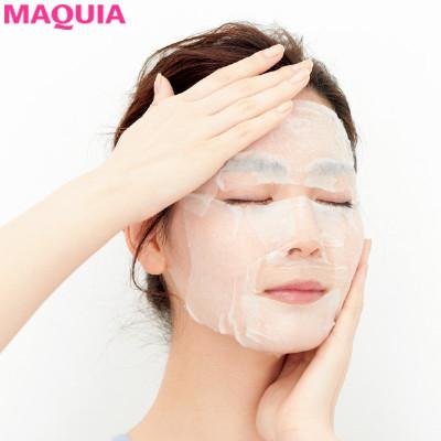 化粧水パックで顔全体を潤す