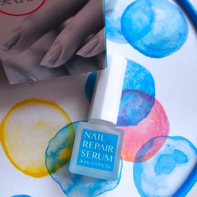 製薬会社発・爪の美容液で美爪対策ばっちり。大きな特長=水に濡れても落ちにくい耐水性。マニキュアのように塗れる佐藤製薬「ネイルリペアセラム」9/1新発売。