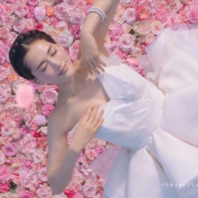 今日から!綾瀬はるかさん花嫁姿のCMがON AIR♡新発売のP&Gレノアオードリュクス ル マリアージュは100本のバラの花束と 花嫁の至福をイメージした香り♡