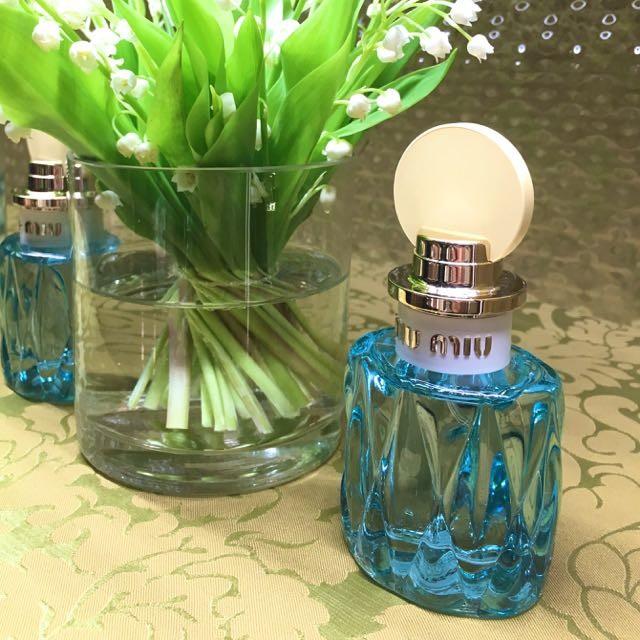 こんなにも「春の訪れ」その喜びを表現できた香水はあっただろうか。いや、 ない。ミュウミュウ  ロー ブルー  オードパルファム 2017.3.8発売(2017年1月18日(水)より、全国のミュウミュウ直営店にて先行発売  )