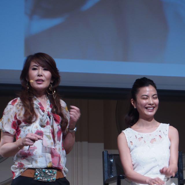 "CHIHARUさんが皆に教えてくれた☆塗り忘れはココ!COVERMARK""幸せのオーラ肌""CHIHARUさんのCOVERMARKの愛用歴はは宝塚の下級生時代からだったそうです!"