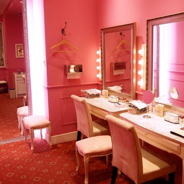 ピンクに包まれるプリンセス気分のパウダールーム♡六本木ヒルズの入口「ハリウッド・メイス ガーデンスパ」ヘア・ネイル・エステ・着付けのトータルサロン