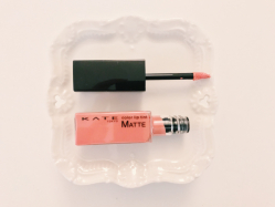 KATE【カラーセンサーリップティントN】で血色感のあるふっくらな唇に!
