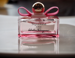 【フェラガモ】新作の香水がお土産にもらえる!ホテルで優雅にアフタヌーンティー女子会!