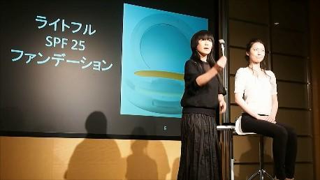 【ビューティーテイスト】ツヤを味方にして立体感を作る!M・A・C 池田ハリス留美子氏メイクショーで旬のナチュラルメイクを捉える。