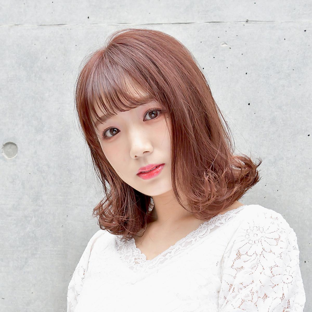 シースルーバングとピンクフラペチーノカラーの韓国風ヘアで、かわいさ最上級!