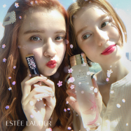 【限定配信中】エスティ ローダー×SNOWの桜舞い散る限定スタンプをGET! 化粧水がもらえるキャンペーンも
