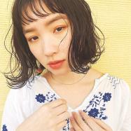 ちょっぴり短めの「ミニボブ」×ウェット質感でクールな夏髪に変身!