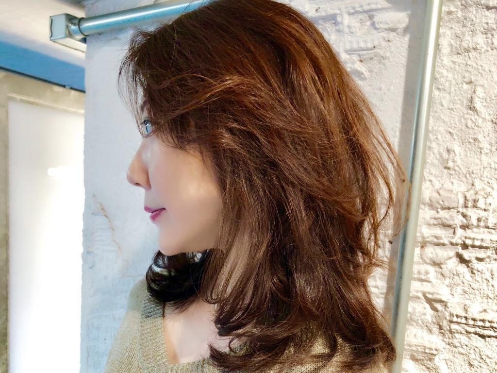【ヘアカタログ】夏枯れリセット!ミディアムヘアも軽めレイヤーでトレンド感をプラス