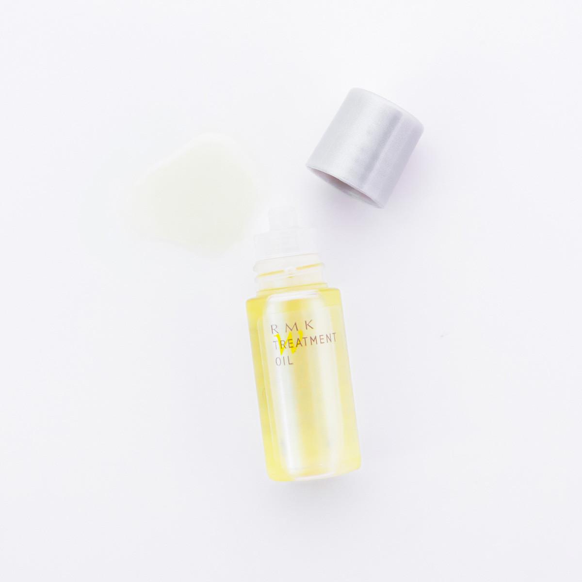 肌をやわらかくするオイル層と、角層をみずみずしく満たすうるおい層からなるプレケア用オイル。ブースター効果だけでなく、乾燥を防いだり、肌のバリア機能もサポート。マルチに使える一本は、「MAQUIA 2013年下半期ベストコスメ」のオイル部門で1位に輝いた実力派。
