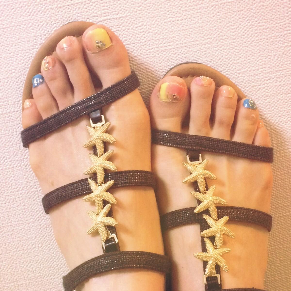 【プチプラ】去りゆく夏を満喫♡トロピカ~ル夏ペディキュア