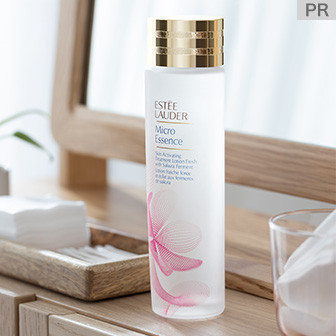 桜のパワーを閉じ込めた軽やかな化粧水