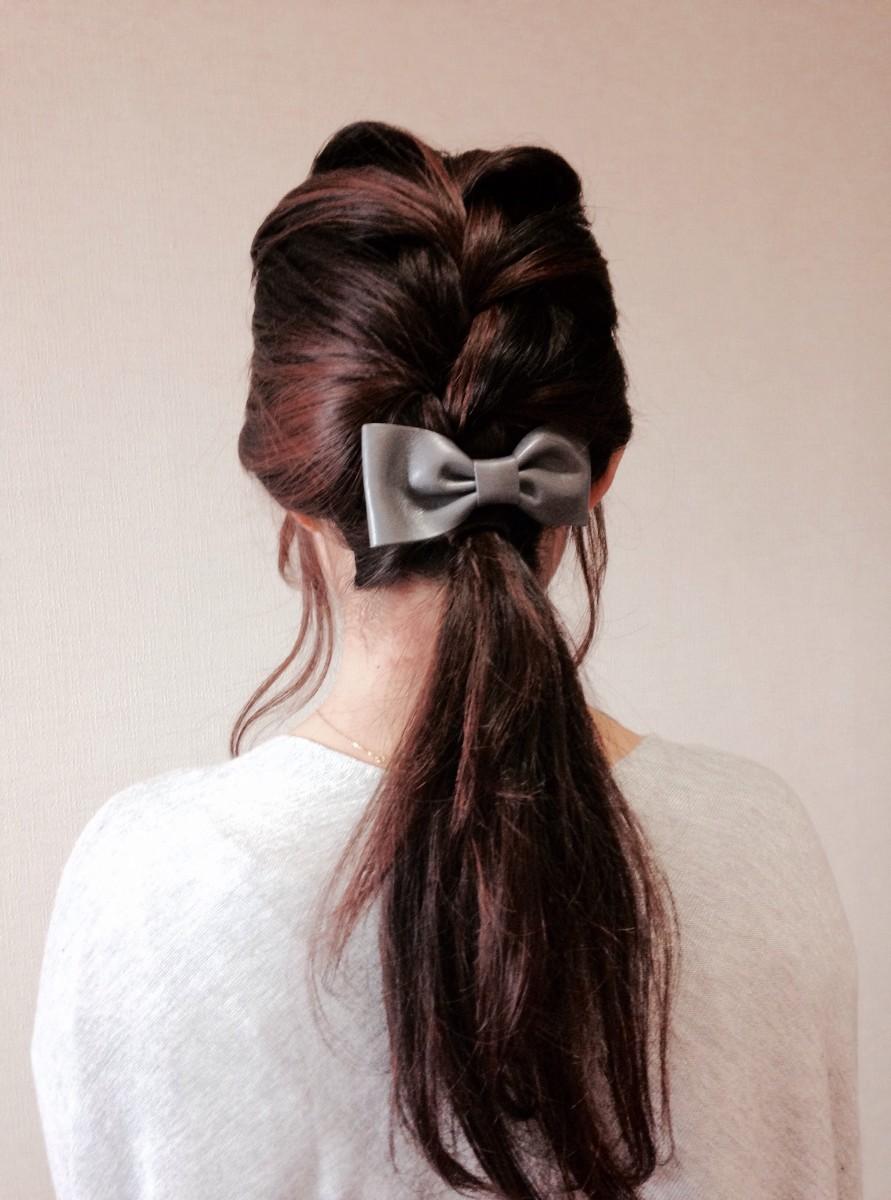 ロングヘアーもすっきり!梅雨にもぴったりな編み込みポニー