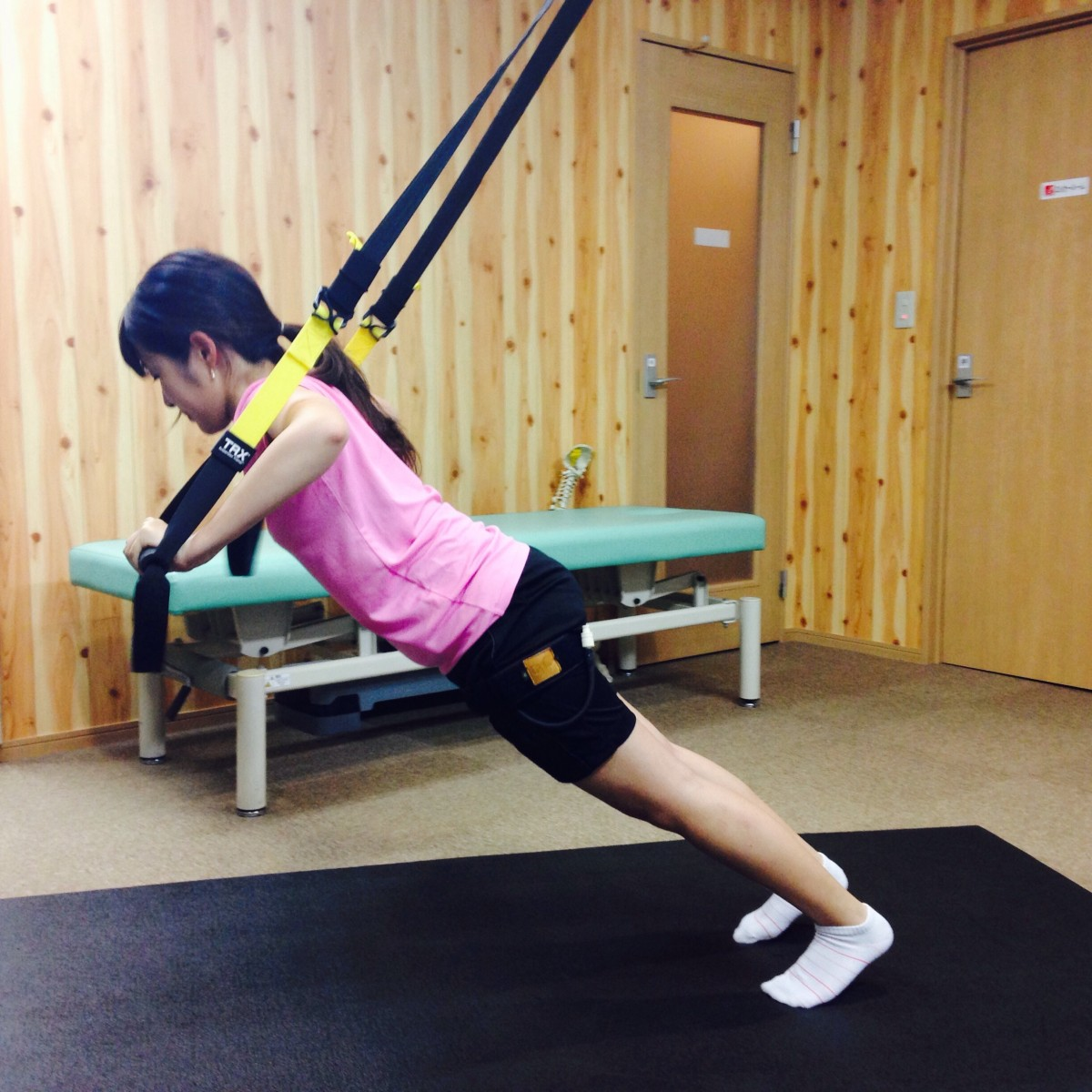 TRXで胸と腹筋を鍛える!週1加圧トレーニングレポ
