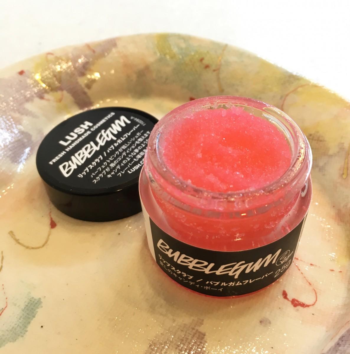 ぷるんと魅力的な唇に…。ピンクが可愛い!LUSH(ラッシュ) キャンディみたいなリップスクラブ【おすすめリップケア 】