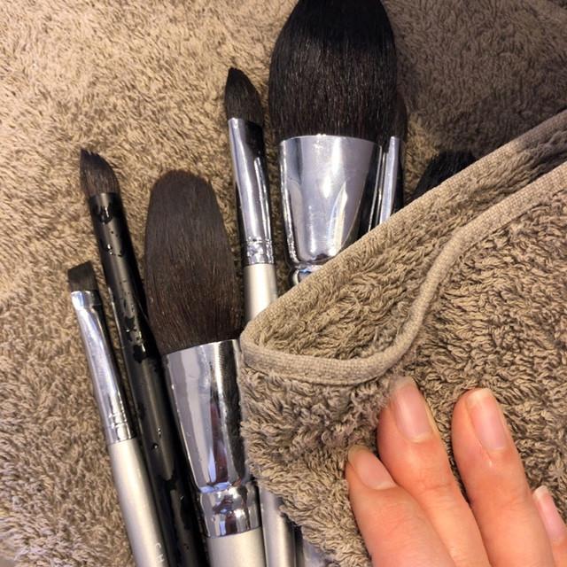 どこよりも詳しいメイクブラシの洗い方!使った化粧筆100本超えのAyakoが洗う方法&頻度を毛質別に解説_1_3