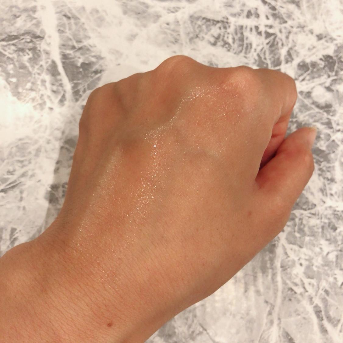 アサヒ研究所  素肌しずく ビタミンC化粧水  ぷるっとしずく化粧水Cの、つけたあとの肌なじみ感。