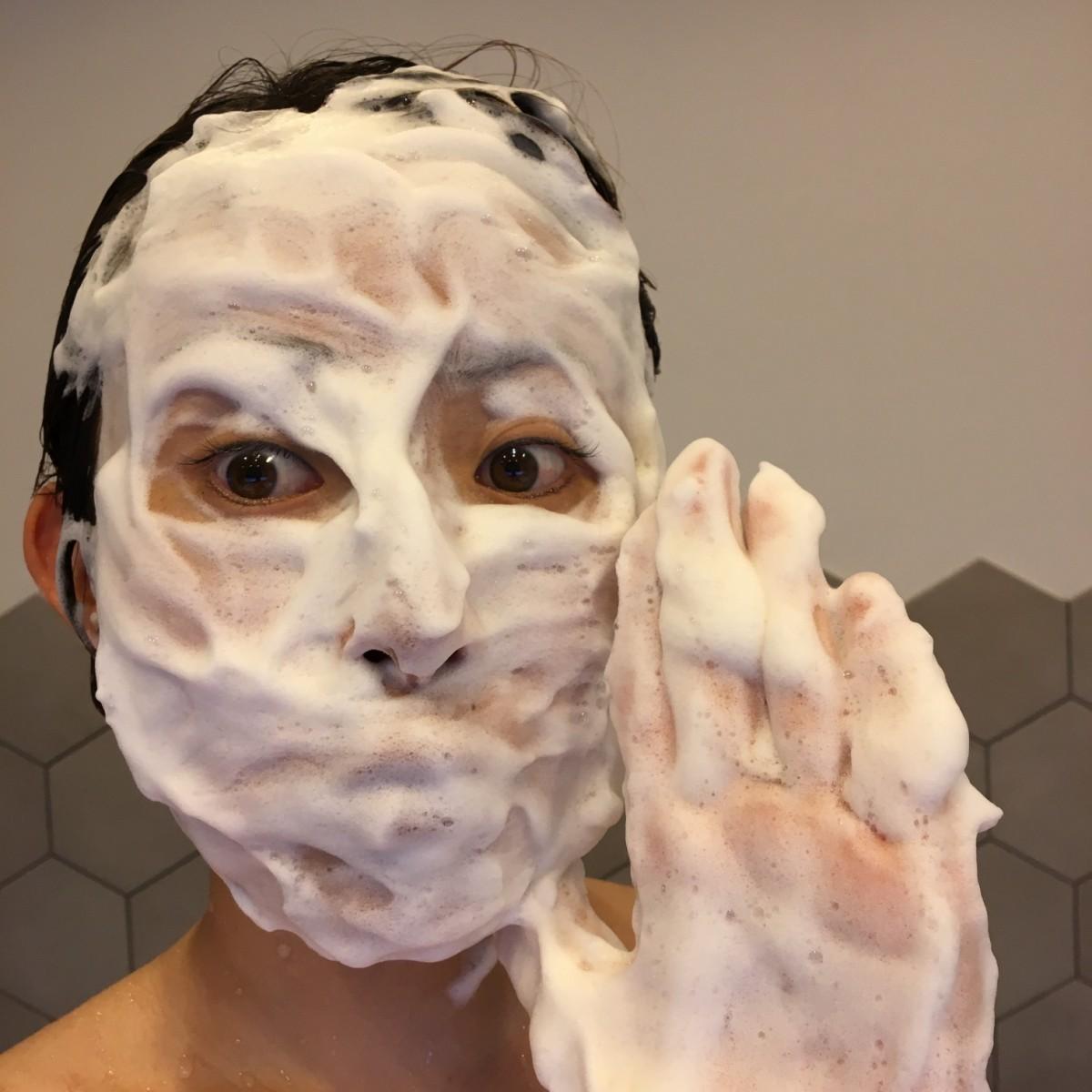 モッチモチの濃密泡がやみつき♥洗い上がりスッキリ!クレイ洗顔で毛穴汚れを洗浄