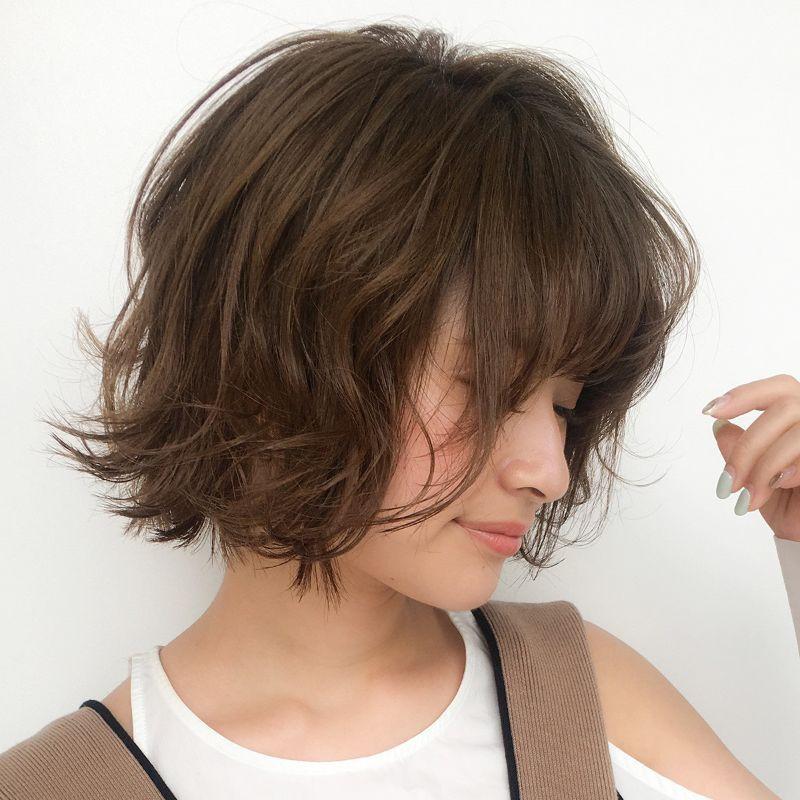 【ヘアカタログ | 髪型別・前髪ありのおすすめヘアアレンジまとめ】ボブ_可愛くて色っぽい、外ハネ仕上げの「ミニボブ」でおしゃれ顔に2
