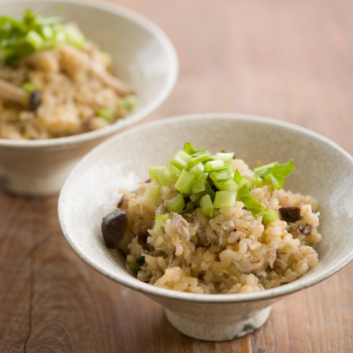 【ダイエットにもおすすめの食事やメニューは? Atsushi流レシピ】_ぶなしめじ+ごはん「しめじとサバの炊き込みごはん」