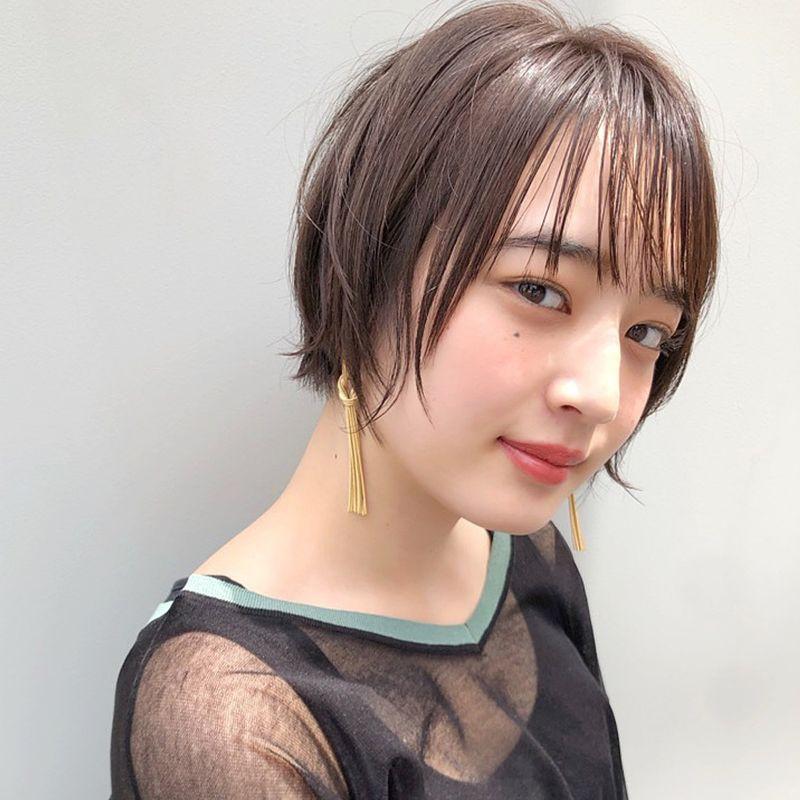 【ヘアカタログ | 髪型別・前髪ありのおすすめヘアアレンジまとめ】ショート_ソフトな透け感がちょうどいい、タイト仕上げのシースルーショート1