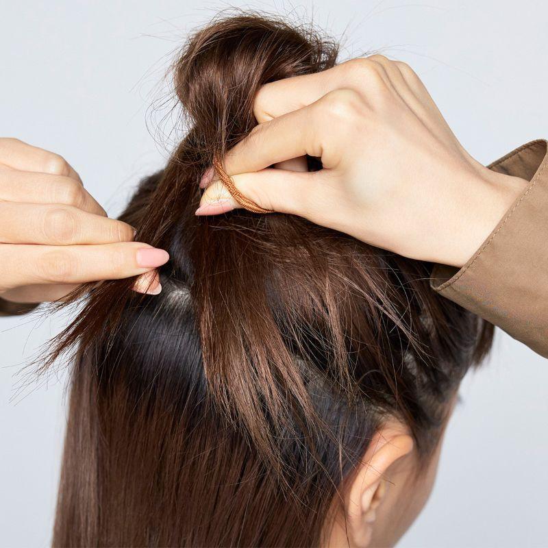 【ヘアカタログ | 髪型別・前髪ありのおすすめヘアアレンジまとめ】定番なのにあか抜けて見える! ハーフアップお団子_3